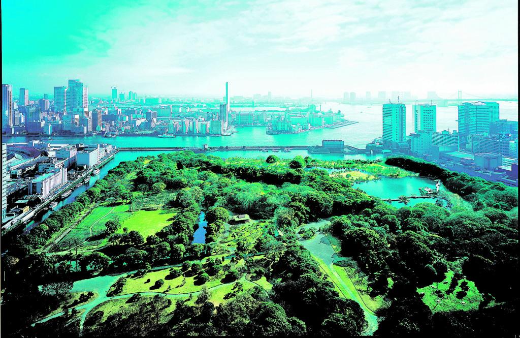 Blick auf die Rainbow Bridge aus dem Conrad Tokio