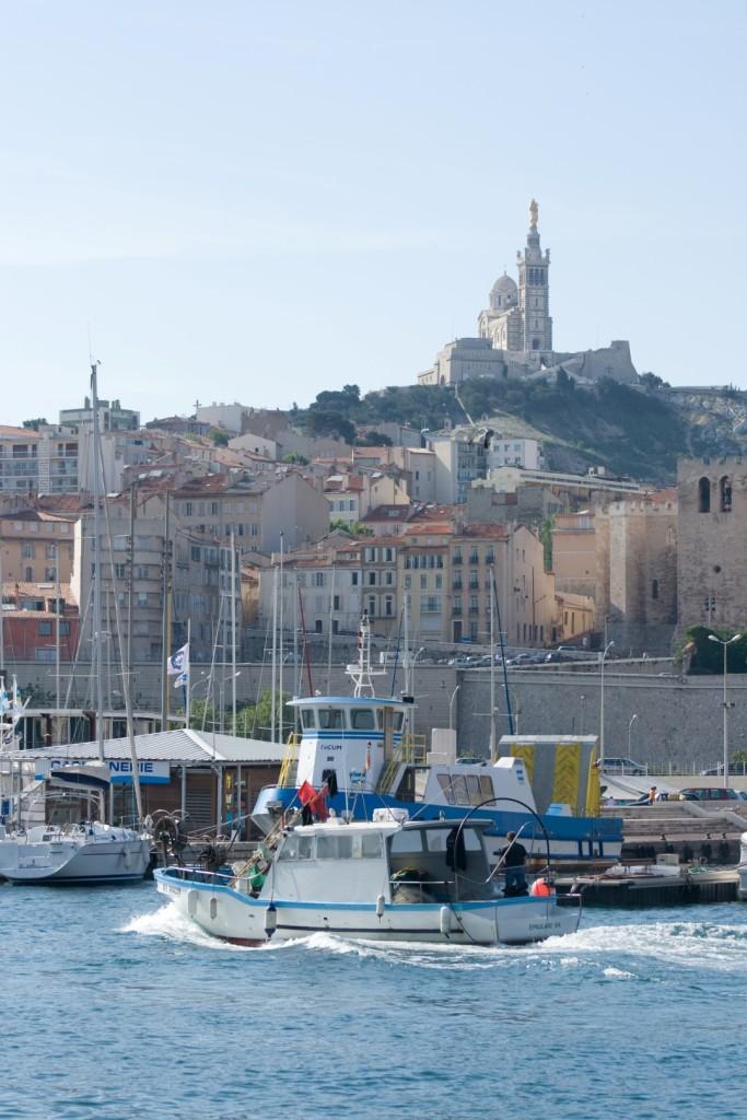 ADD - Bateau de pêcheur et Notre Dame de la Garde (Large)