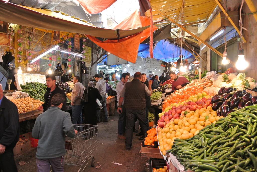 Geschäftiges Treiben am Markt von Amman.