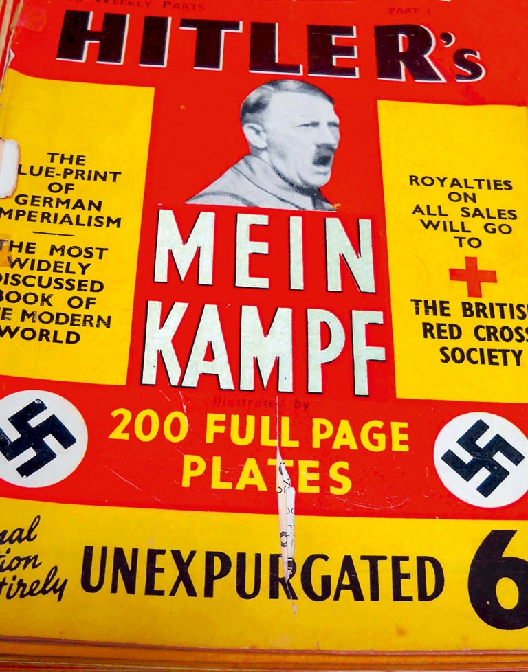 Adolf-Hitler-Mein-Kampf-Band-1-2_by-Rimini-Protokoll (Medium)