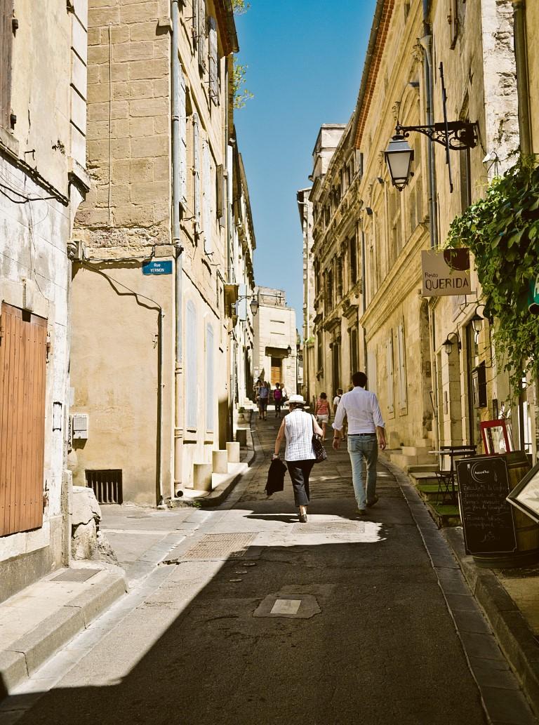 Unzählige schmucke Gassen durchziehen Arles.