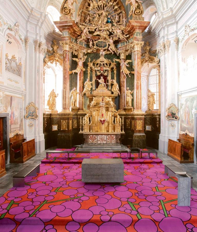 Hubert Schmalix, Teppich, Altar und Ambo, 2001 Pfarr- und Wallfahrtskirche zur Schmerzhaften Mutter, Weiz