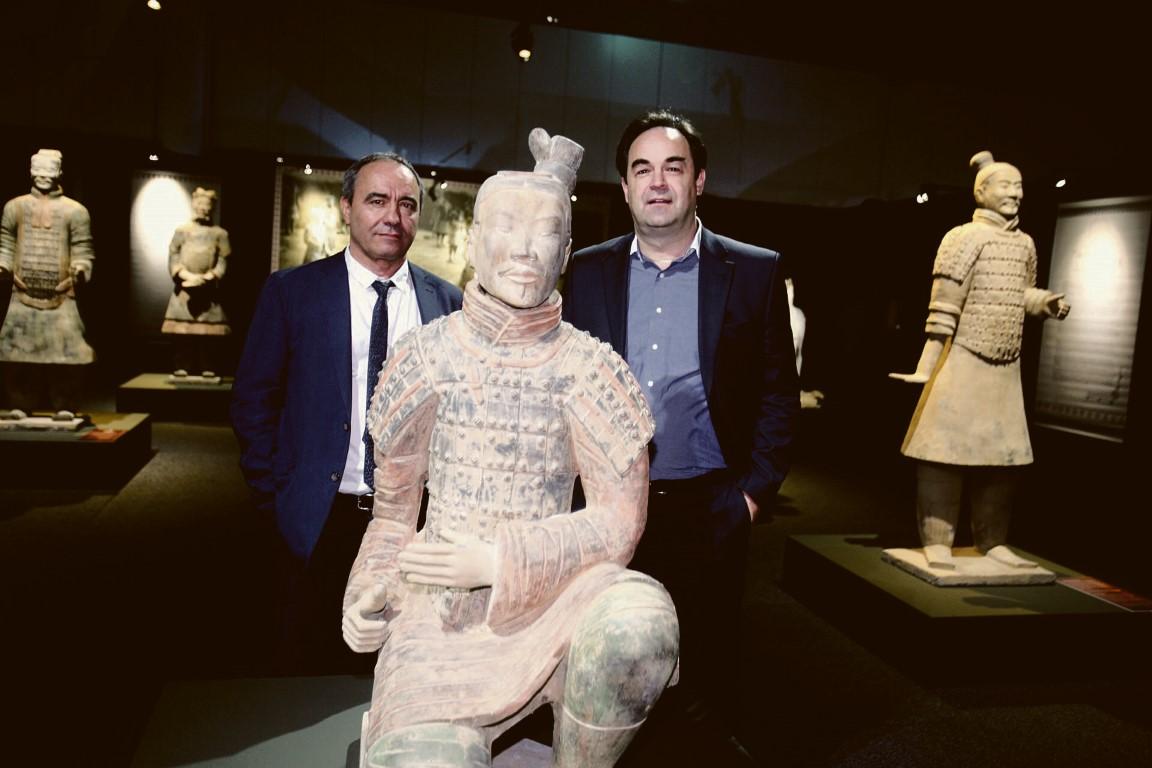 Ausstellungskurator Mario Iacampo (Terminal 2) und Hausherr Armin Egger (MCG) geben gemeinsam erste exklusive Infos zu den umfangreichen Exponaten.