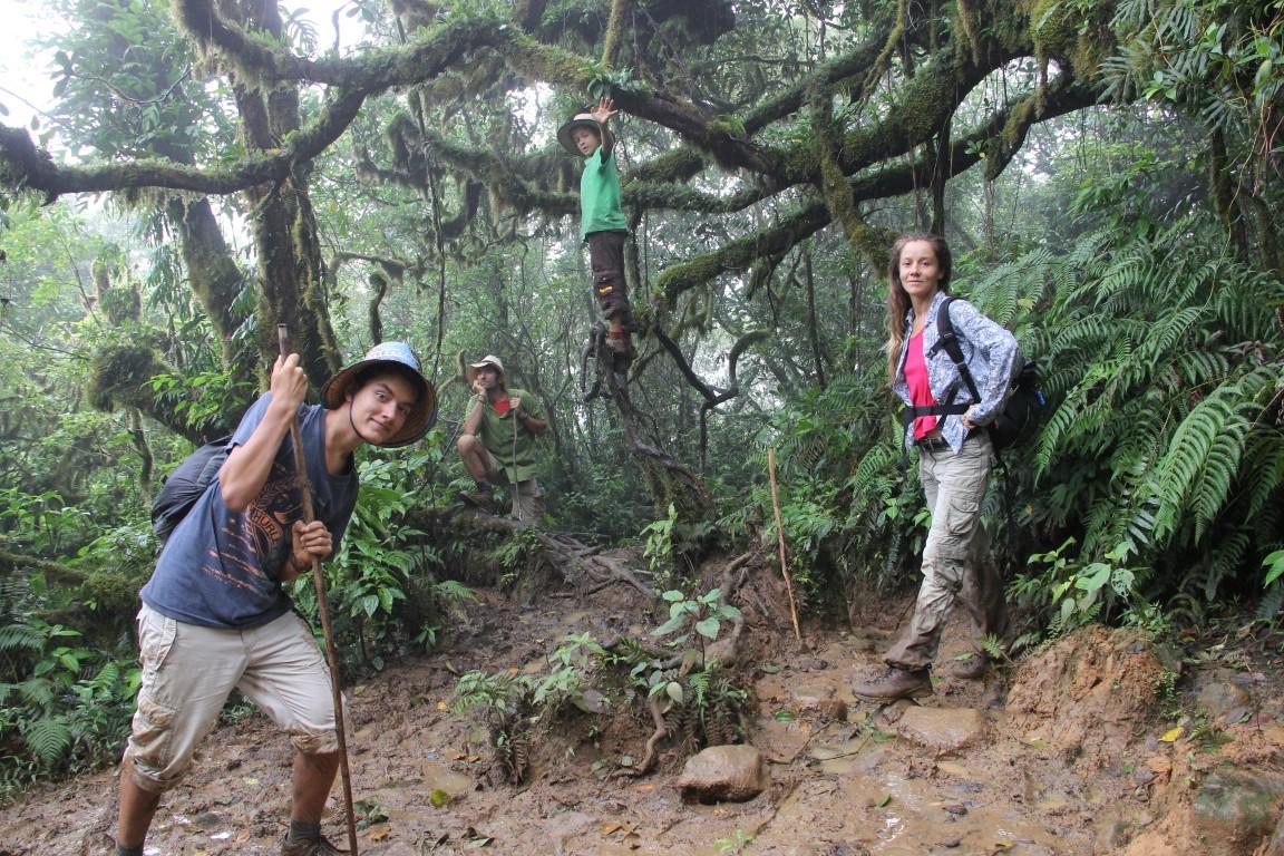 Weissenberger mit seiner Familie im Dschungel Südamerikas.