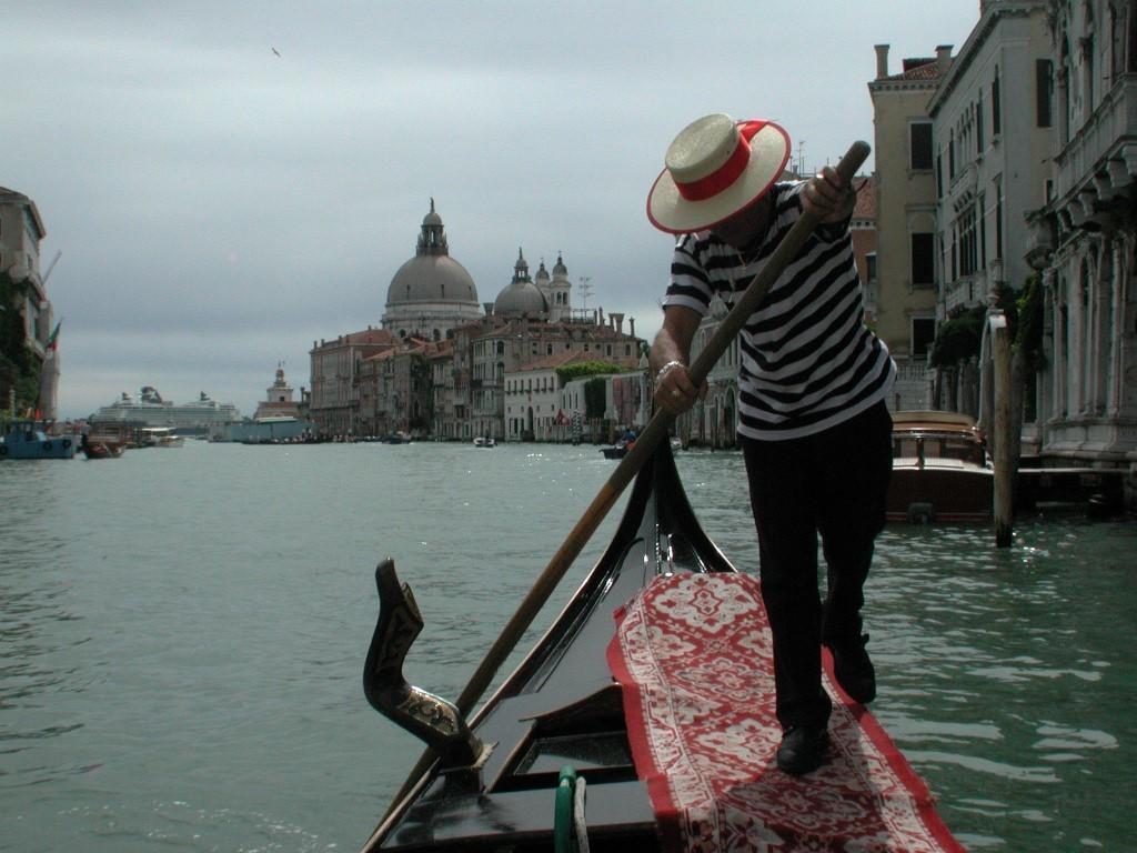 Veneto_Venezia_Canale Grande_tradizione_folclore_gondola_gondoliere 2 [foto by Boato] (Medium)