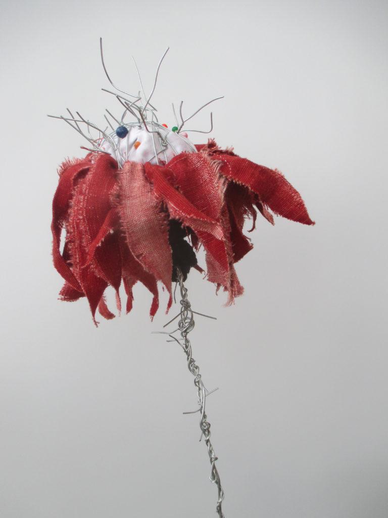 Reinhild Gerum Blume 1, 2015 Stoff, Draht, Kurzwaren 50 x 20 cm (Durchmesser)