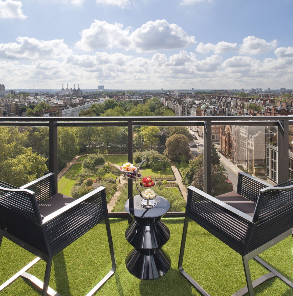 Jumeirah_Carlton_Tower_-_Royal_Suite_View_from_Terrace