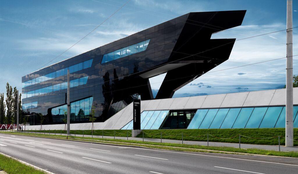 """Der """"Panther"""" an der Ost-Einfahrt zur Stadt. Foto: Gerald Liebminger"""