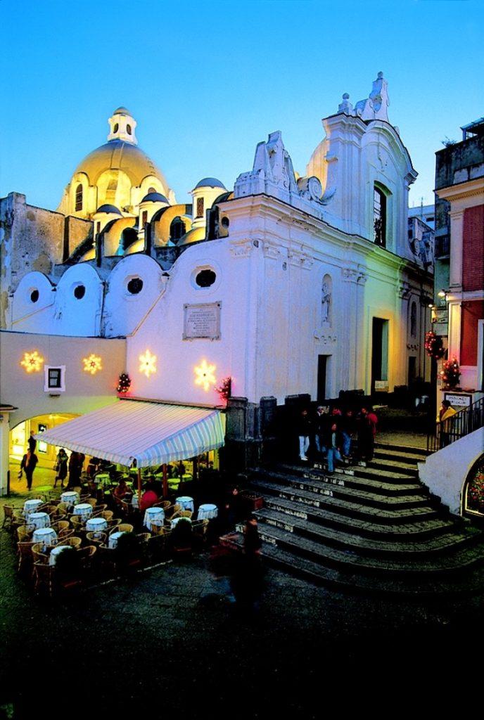 Campania_Napoli_Capri_architettura_religione_Piazza con scala_chiesa di Santo Stefano [foto by De Agostini Picture Library] (Medium)