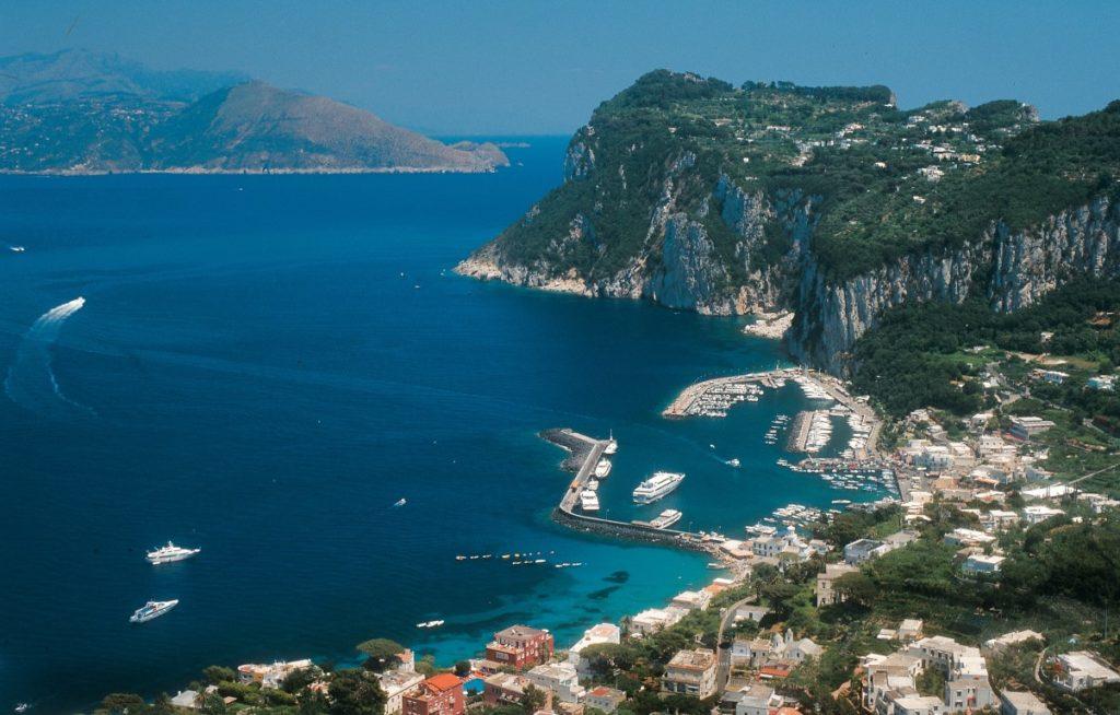 Campania_Napoli_Capri_mare_porto turistico (Medium)