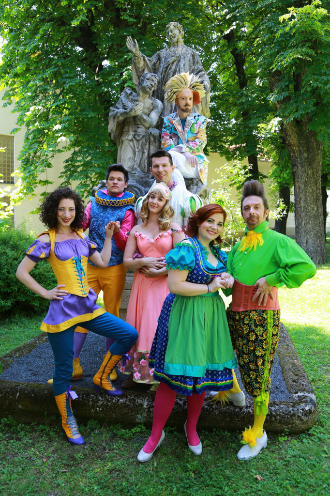 Märchenbuch und Prinzen und Prinzessinnen
