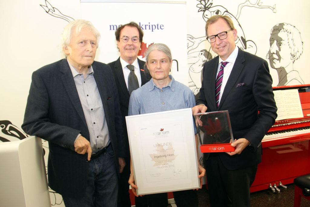 Ingeborg Horn (Hauptpreis) mit Alfred Kolleritsch und Hans Roth (v.l.n.r.)