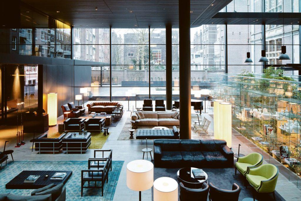 Die moderne Lobby des Conservatorium Hotel. Foto: Amit Geron