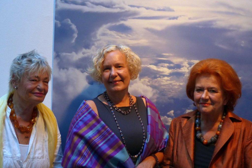 Die Künstlerinnen mit Anja Weisi-Michelitsch, Künstlerische Leiterin des Steirischen Feuerwehrmuseum Kunst und Kultur