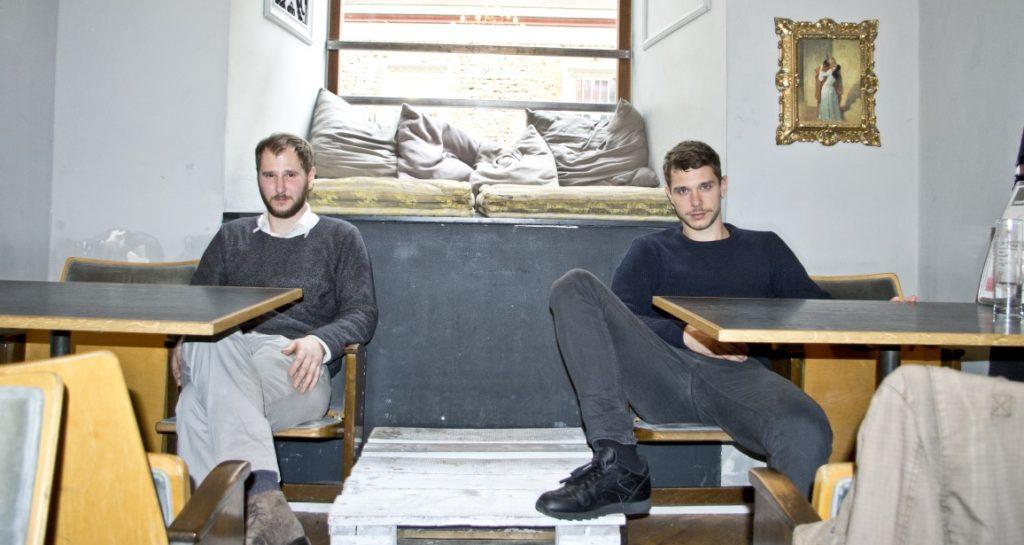 Marco Michael Wanda und CHristian Hummer im Grazer Cafe Mitte.