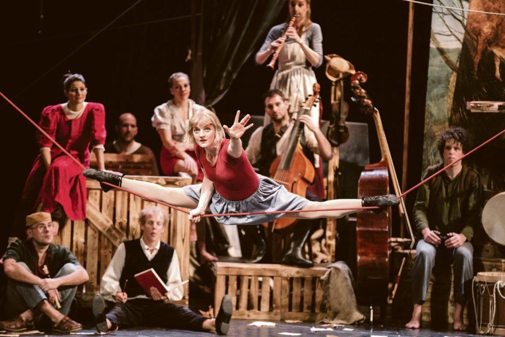 """Die Cirque Noel Eigenproduktion """"Seasons"""" ist im April zu Gast im Weizer Kunsthaus, bevor sie auf Nordamerika-Tournee geht."""