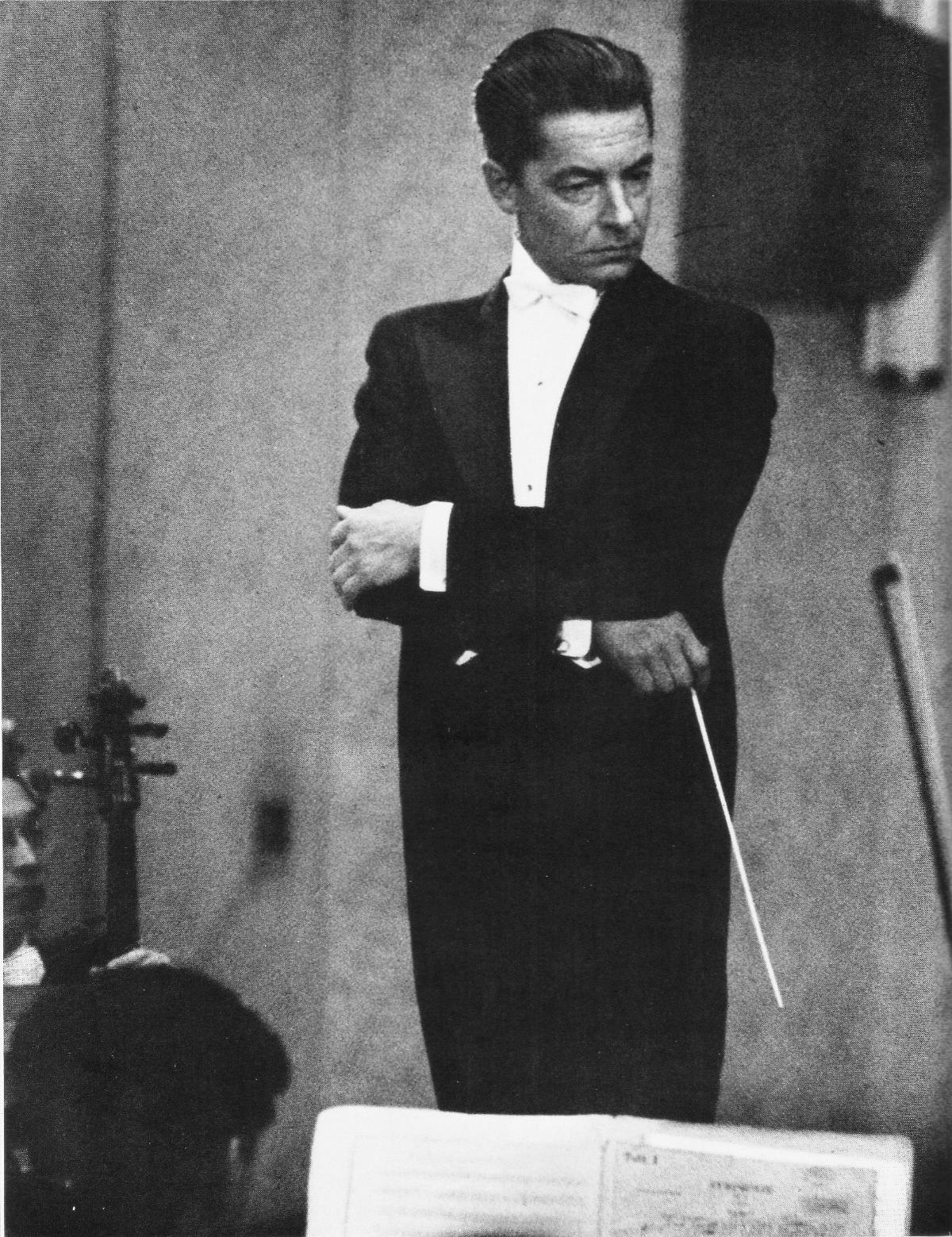 Herbert_von_Karajan_Conducts_in_NHK_Symphony_Orchestra_Tokyo_1954_01_Scan10015.jpg